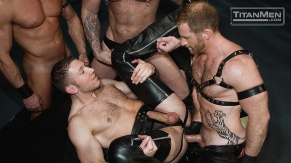 Pure Leather: Photos: Action